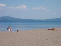 Плажът в Бургас е готов да посрещне първите летовници