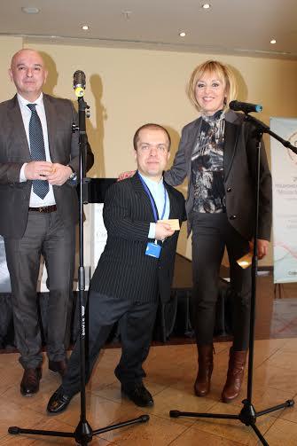 Омбудсманът Мая Манолова осигури ВИП карти за лечение на малките хора във ВМА