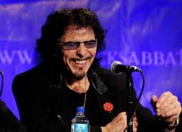 Китаристът на Black Sabbath болен от рак
