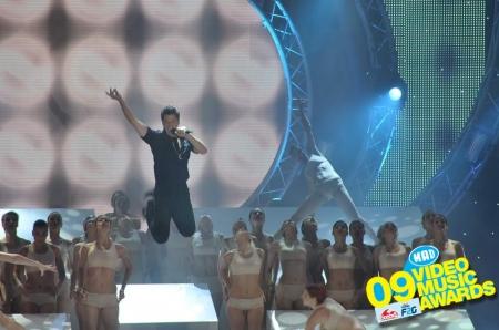 Миро спечели наградата за най-добър клип от MAD Video Music Awards 09