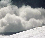 Лавини заплашват скиорите под Ком